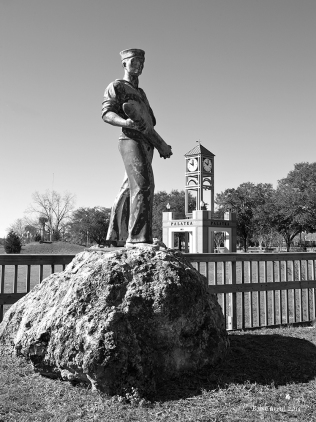 Photo of Statue of Sailor on Veterans Memorial Bridge, Palatka