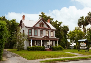 photo of Tilghman House, home of the Palatka Art League, a historic home owned by the city of Palatka